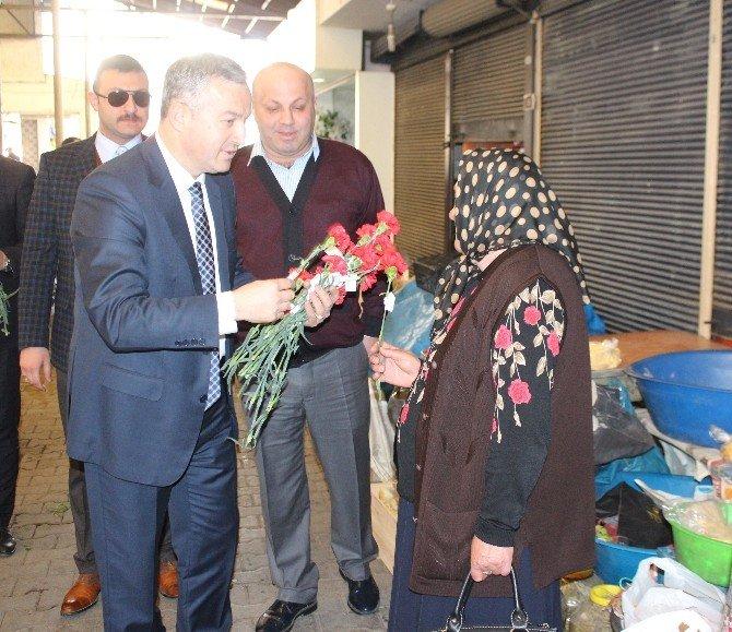 Altınordu Belediyesi'nden Esnaf Kadınlara Karanfil