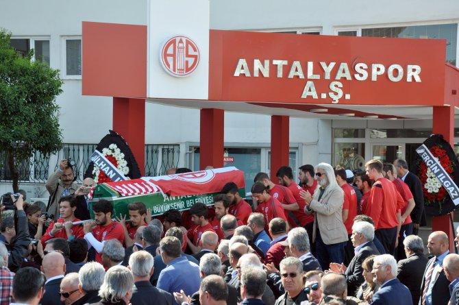 Antalyaspor eski kaptanı Özkul'u uğurladı