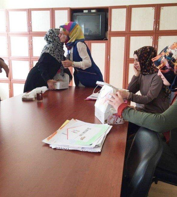 Bayan Öğretmenlere Dünya Kadınlar Günü Hediyesi