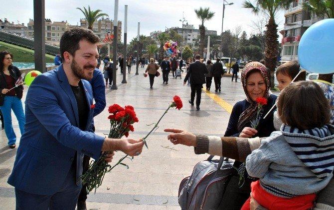 AK Parti Aydın Teşkilatı, Kadınlara Karanfil Dağıttı