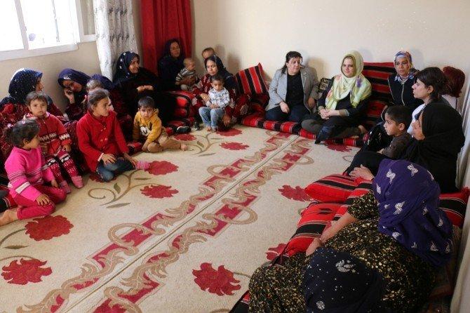 Başkan Ayhan, Mahalleleri Ziyaret Edip Kadınlarla Sohbet Etti