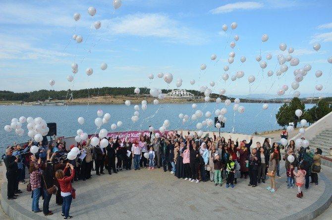 """80 Kadın """"Umut"""" Balonlarını Gökyüzüne Bıraktılar"""