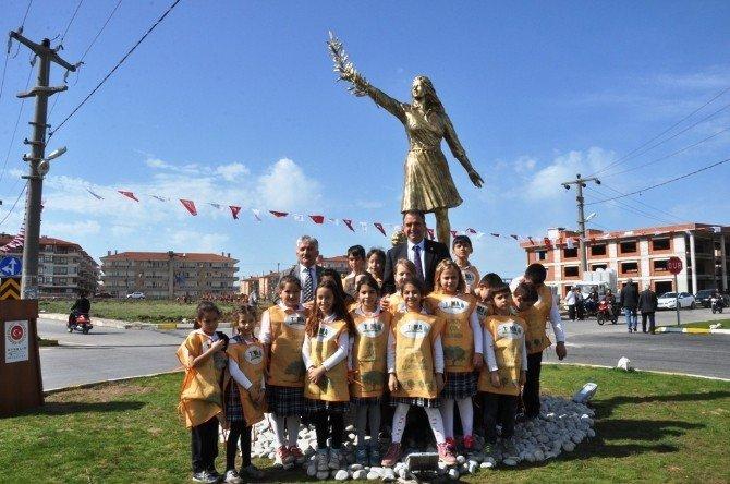 Barış Heykeli Açıldı, Barış İçin Fidan Dikildi
