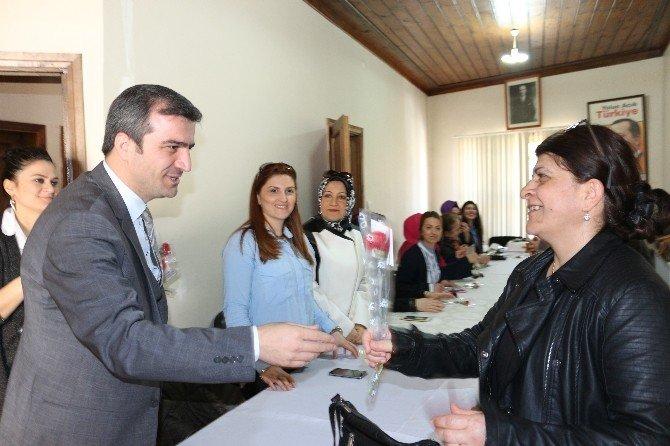 Belediye Yemenici Ve Eşi Nilay Yemenici AK Parti Kadın Kollarıyla Bir Araya Geldi