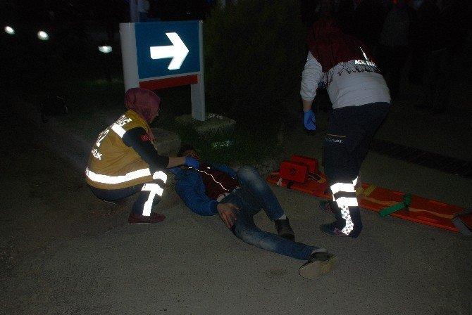 Motosiklet İle Ticari Araç Çarpıştı; 1 Yaralı