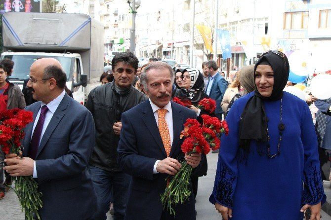 Bayrampaşa'da 8 Mart Dünya Kadınlar Günü'nde Sevgi Yürüyüşü Düzenlendi