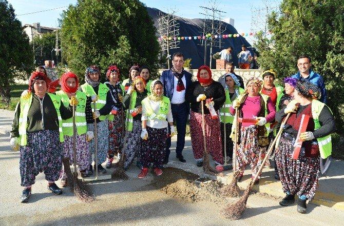 Başkan İmamoğlu, 8 Mart'ı Karanfillerle Kutladı
