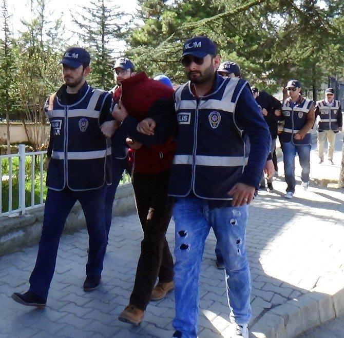 Sanatçı Dilber Ay'ın Erkek Kardeşi Uyuşturucu Operasyonunda Gözaltına Alındı