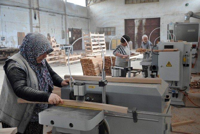 Kadınlar Günü'nde Ekmek Peşindeler