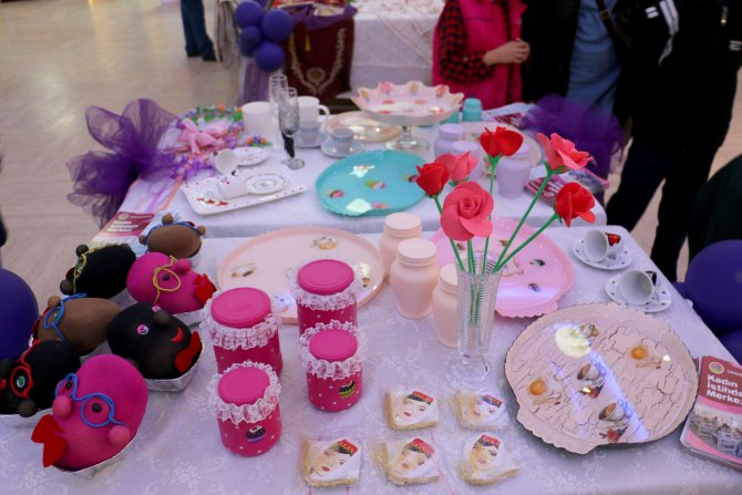 Kadın girişimciler, el işi çeyizlik ürünleri ve süs eşyalarını sergiledi