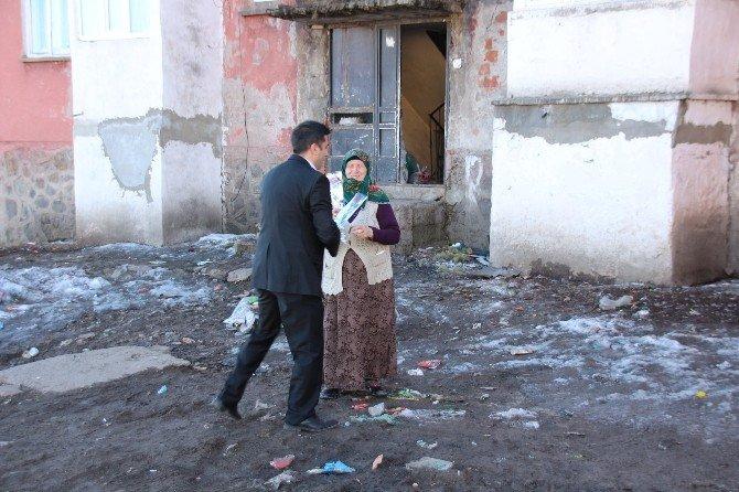 CHP Sarıkamış Teşkilatı'ndan Kadınlara Karanfil!
