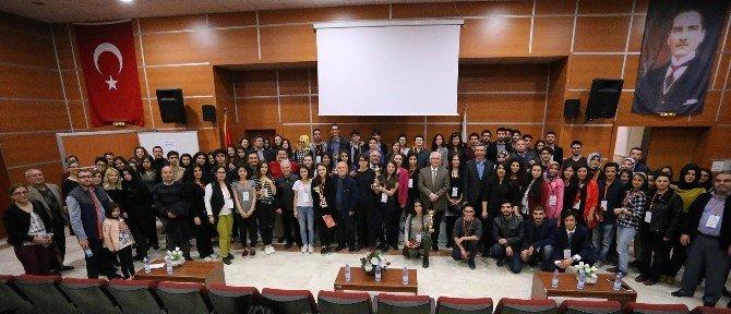 Denizli'de Liseler Arası Münazara Turnuvası Düzenlendi