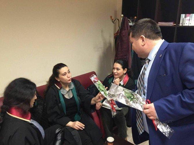 Baro Başkanı Dilber'den Bayan Avukatlara 8 Mart Çiçeği