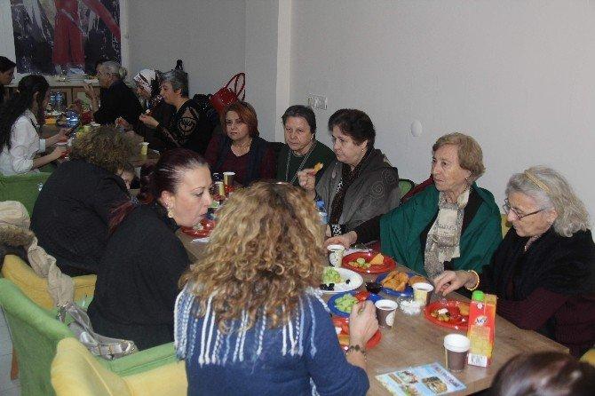 Çerkesler'den Kadınlar Günü Kahvaltısı