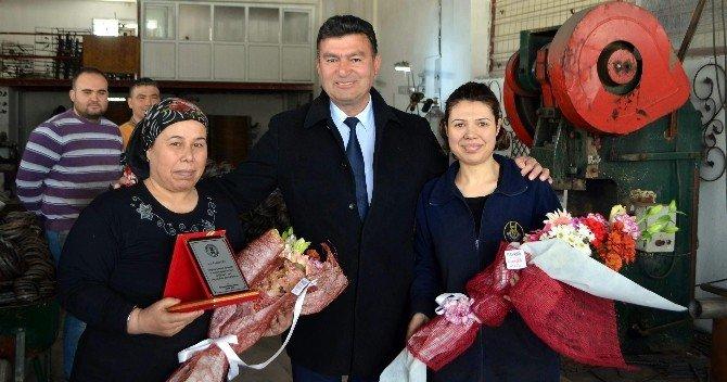 Başkan Akın, Demiri Nakış Gibi İşleyen Kadınları Ziyaret Etti