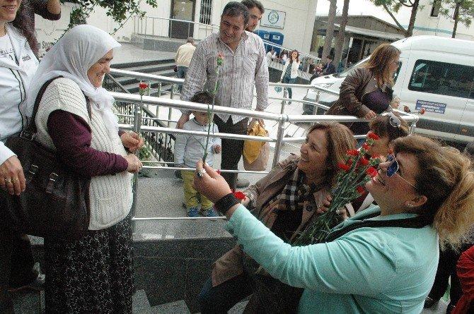 AK Partiden Kadınlara Anlamlı Ziyaret