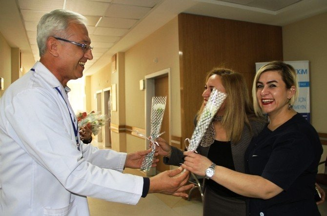 Lokman Hekim Hayat Hastanesi'nden Kadınlara Karanfil