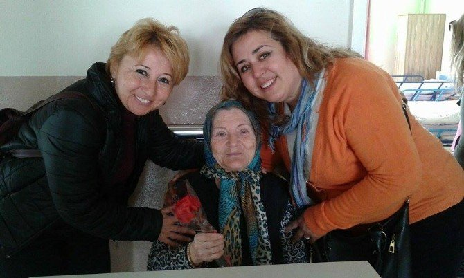 Ayvalıklı Engelliler Balıkesir Yaşlı Bakım Ve Rehabilitasyon Merkezine Anlşamlı Ziyaret