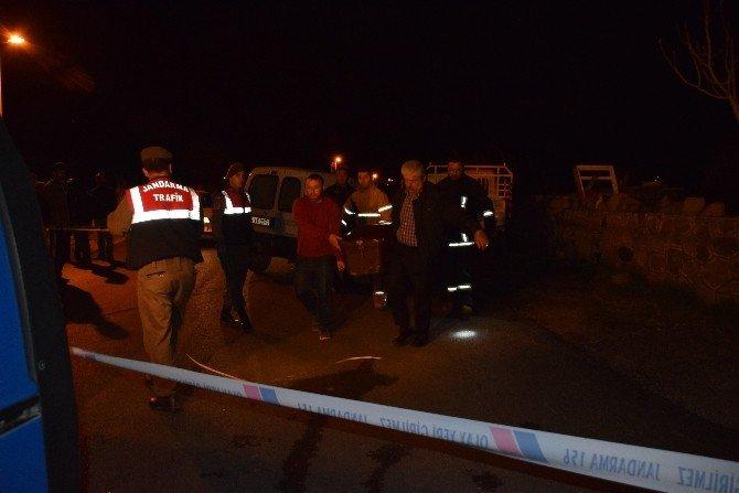 Kamyonet Park Halindeki Araca Çarptı 1 Ölü 1 Yaralı