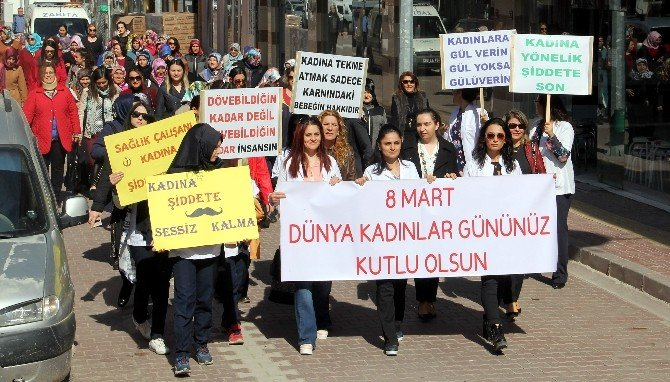 Bozkurtlu Kadınlar Şiddete Karşı Yürüdü