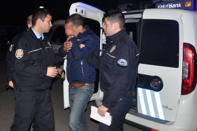 Polisin kovaladığı minibüste Irak ve Suriyeli sığınmacılar çıktı