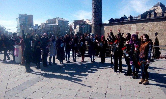 Ülkü Ocakları Bayanlar Birimi 8 Mart Dünya Kadınlar Gününü Karanfillerle Kutladı