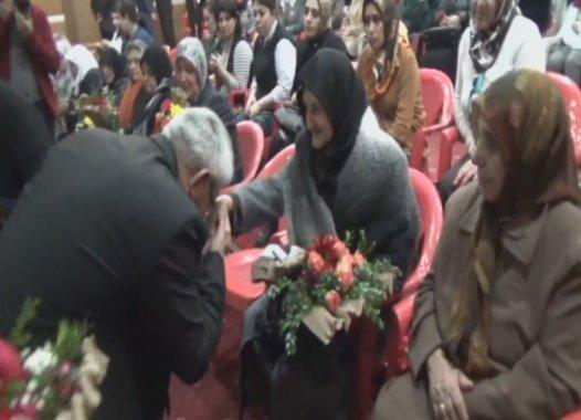 Kars Belediyesi, 8 Mart'ta şehit eşlerini ve annelerini unutmadı