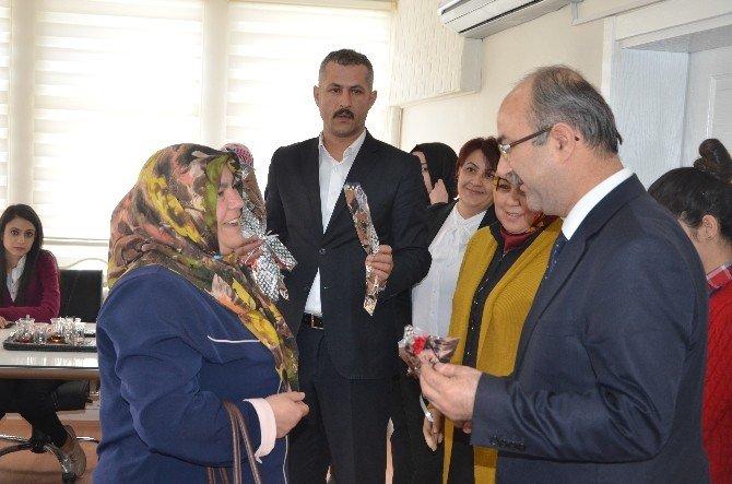 Başkan Gülcüoğlu'ndan Bayan Belediye Personeline 8 Mart Dünya Kadınlar Günü Hediyesi