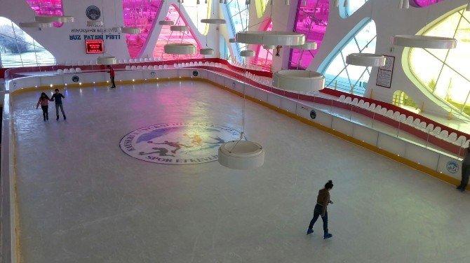 Buz Pateni Pistinde Yenileme Çalışmaları Tamamlandı