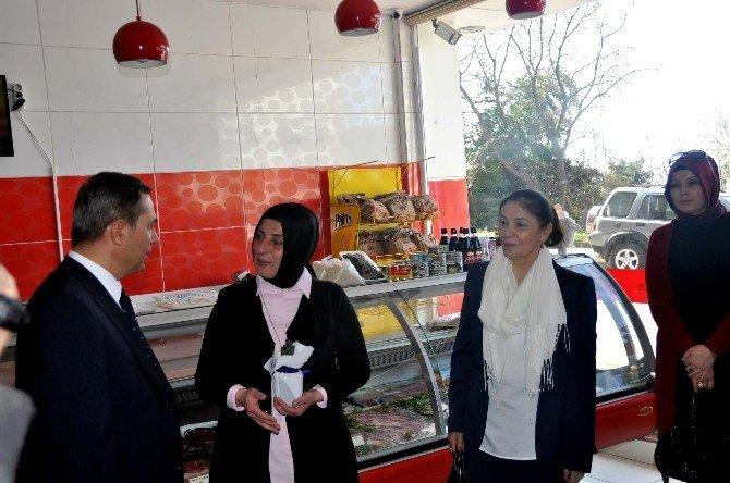 Uysal, Eşi İle Birlikte Çalışan Kadınları Ziyaret Etti