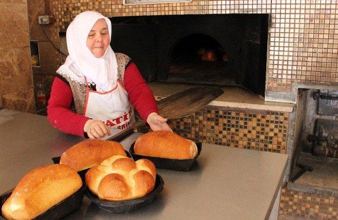 Babasından Kalan Ekmek Fırınını 20 Yıldır İşletiyor