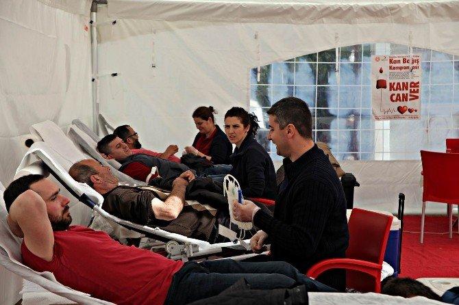Ahmetbey'de Kök Hücre Ve Kan Bağışı Kampanyası