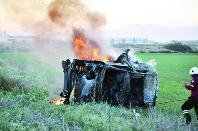 Feci kaza ikiz çocukları ayırdı