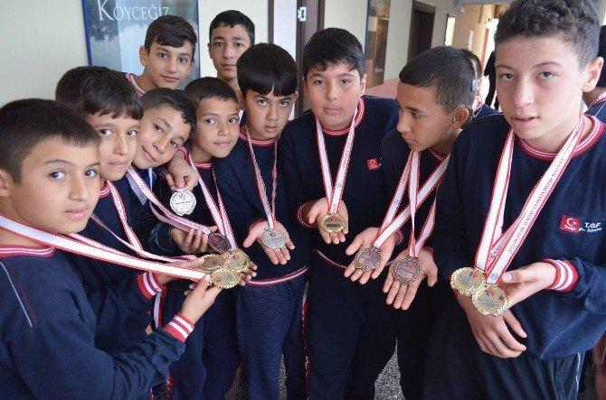Köyceğiz'li Genç Güreşçilerden 14 Altın Madalya