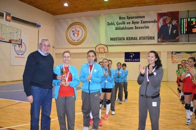 Genç Kızlar Kulüplü Voleybol İl Birinciliği Müsabakaları Sona Erdi