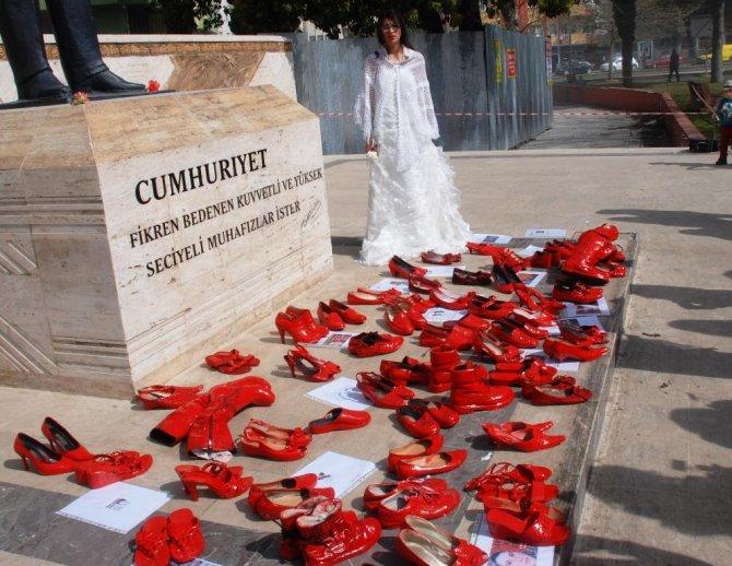 Osmaniye'de STK'lar kadın hakları için yürüdü