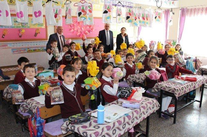 Başkan Şahiner'den Öğrencilere Hediye