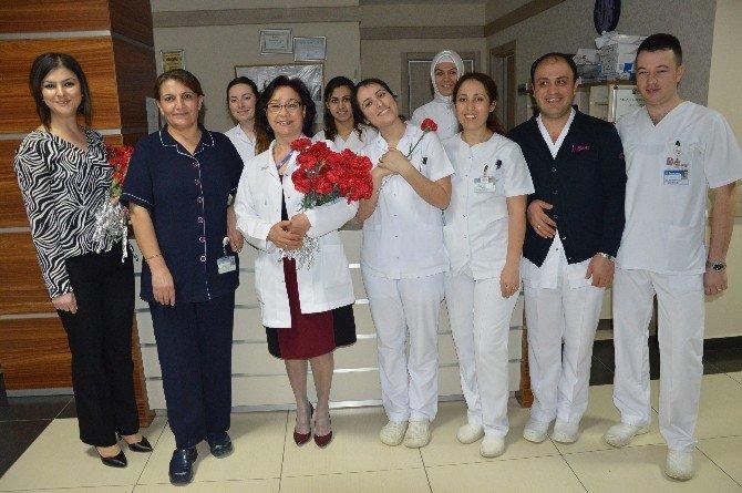 Özel Ümit Kadınlar Günü'nü Karanfillerle Kutladı