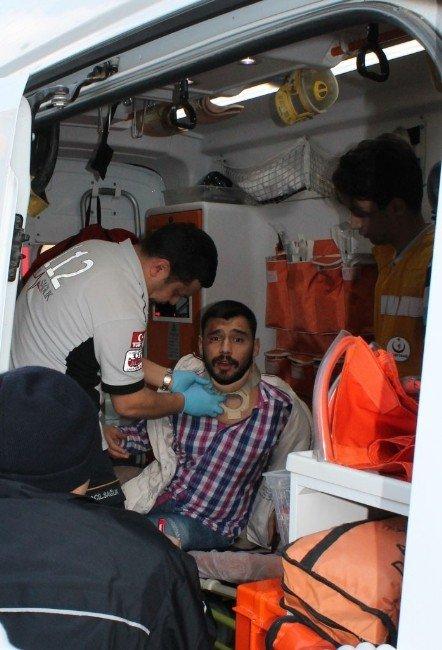 Sakarya'da İki Otomobil Çarpıştı: 1 Yaralı