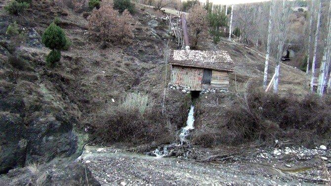 Çorum'daki Son Su Değirmeni Teknolojiye Direniyor