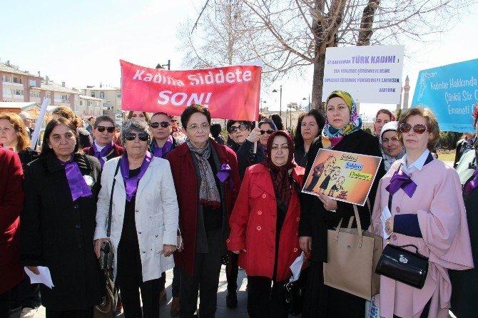 Sivas'ta Kadınlar Meydanlara İndi