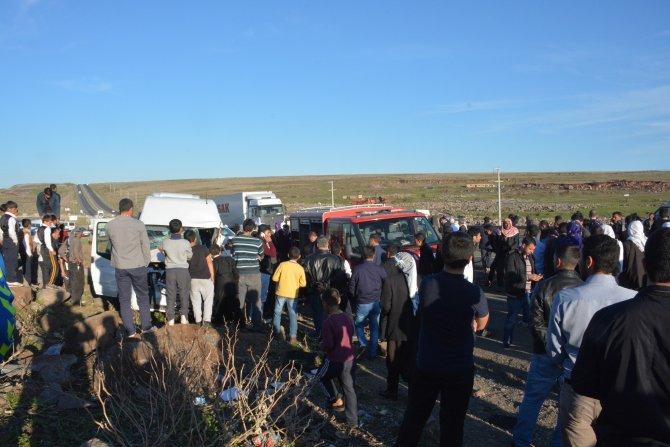 Yolcu minibüsüyle otomobil çarpıştı: 9 yaralı