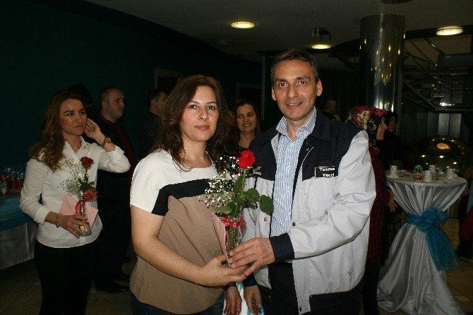 Standard Profil Kadın Çalışanlarına Çiçekli Kutlama