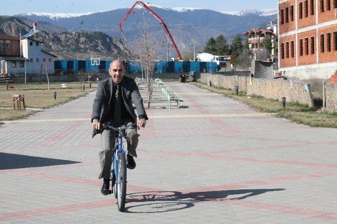 Sağlıklı Yaşam İçin Bisiklete Bindiler