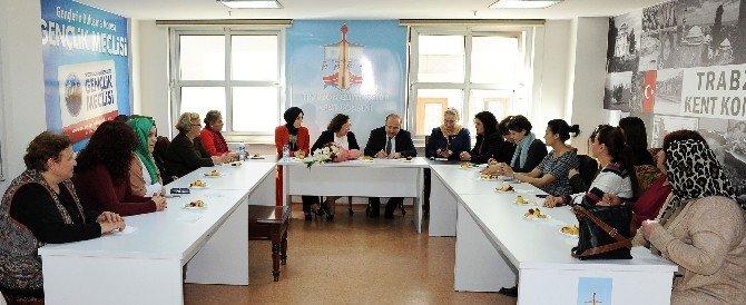 Başkan Gümrükçüoğlu, Kent Konseyi Kadın Meclisi Üyeleriyle Bir Araya Geldi