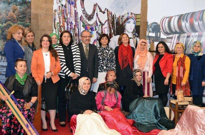 Karadenizli Kadınlar El Sanatlarını Sergilediler