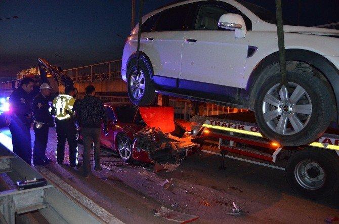 Lüks Araç Otomobile Çarptı: 2 Yaralı