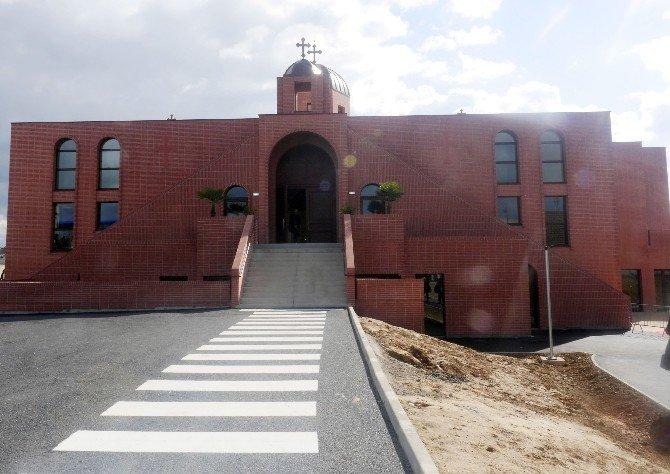 Türkiye'den Giden Keldaniler Paris'te İkinci Kiliseyi Açtı
