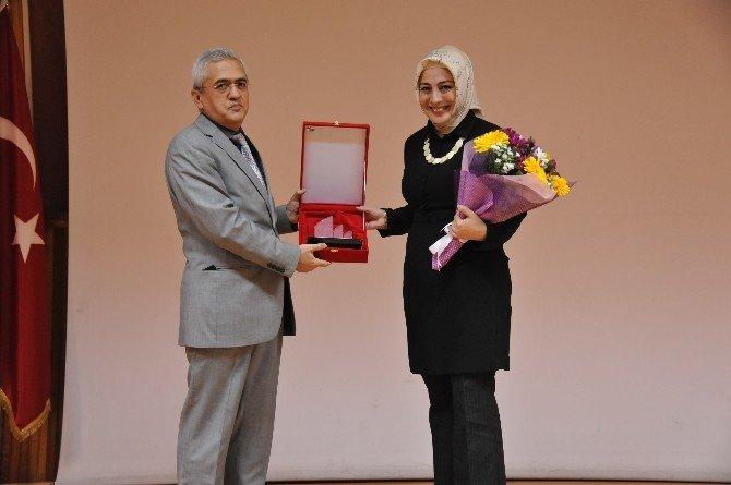 Zeynep Sevde Paksu BEÜ'de Çocuk Edebiyatı'nı Anlattı
