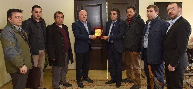 Erzurum Çiçekçiler Derneği'nden Başkan Sekmen'e Plaket